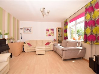 3 bedroom end of terrace house in Orpington