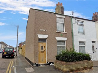 2 bedroom end of terrace house in Sheerness