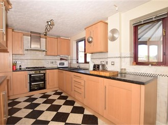 5 bedroom detached house in Halling, Rochester