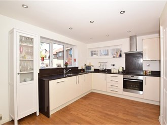 3 bedroom detached house in West Malling