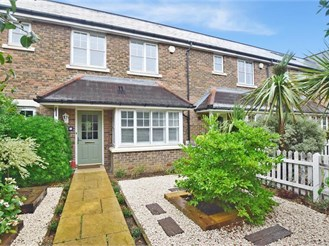 4 bedroom link-detached house in Kings Hill, West Malling