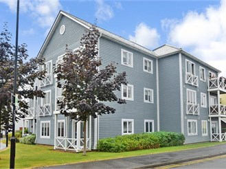 2 bedroom first floor apartment in Holborough Lakes