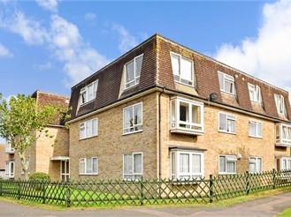2 bedroom second floor apartment in Hythe