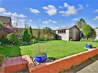 3 bedroom detached bungalow in Kingswood
