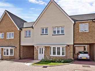 4 bedroom link-detached house in Hoo, Rochester