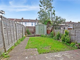 2 bedroom end of terrace house in Croydon