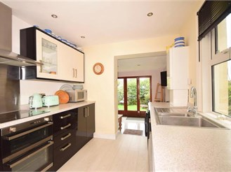 4 bedroom semi-detached house in Hythe