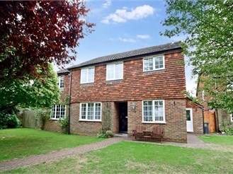 6 bedroom detached house in East Malling