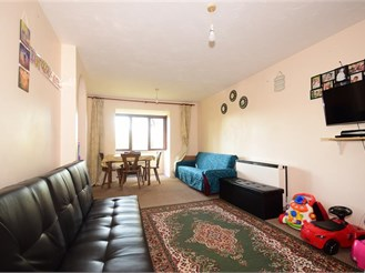 2 bedroom first floor flat in Barking