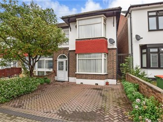 4 bedroom end of terrace house in East Ham