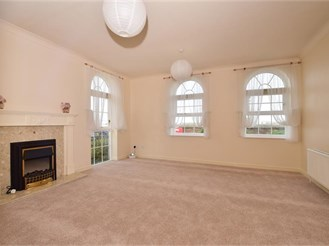 2 bedroom ground floor apartment in Greenhithe Village, Greenhithe