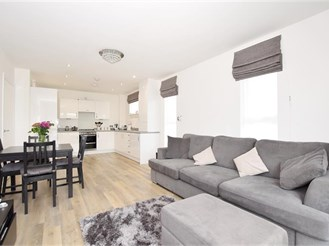 2 bedroom second floor apartment in Leybourne, West Malling
