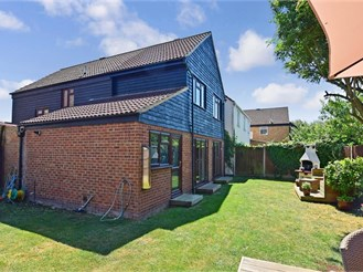 4 bedroom detached house in Farningham