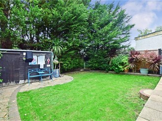 3 bedroom semi-detached house in Shirley, Croydon