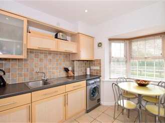 3 bedroom town house in Kingsnorth, Ashford