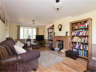 3 bedroom semi-detached house in Marden