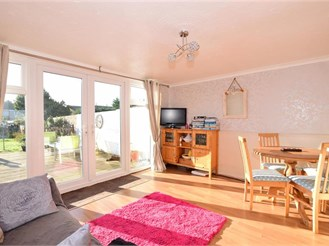 3 bedroom semi-detached house in Allhallows, Rochester