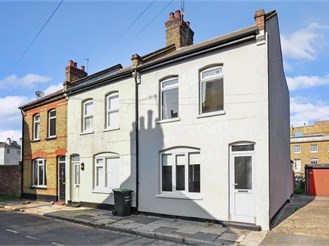 2 bedroom end of terrace house in Gravesend