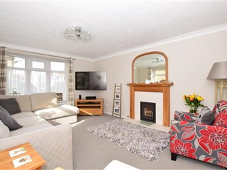 3 bedroom semi-detached house in East Langdon, Dover