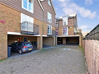 4 bedroom town house in Greenhithe