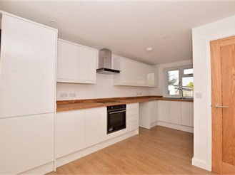 3 bedroom detached house in Strood, Rochester
