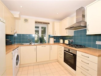 2 bedroom terraced house in Hythe