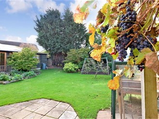 3 bedroom semi-detached house in Hadlow, Tonbridge
