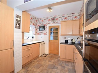 5 bedroom terraced house in Erith
