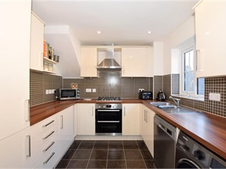 3 bedroom semi-detached house in West Malling