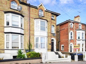 2 bedroom basement converted flat in Broadstairs