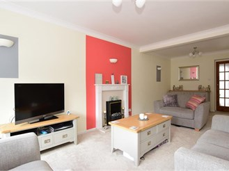 4 bedroom end of terrace house in Hornchurch