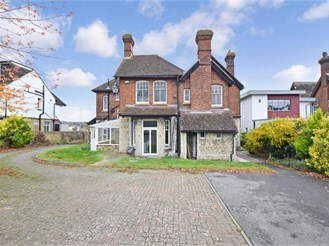 6 bedroom detached house in Maidstone
