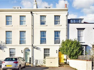 4 bedroom town house in Deal