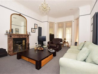 7 bedroom detached house in Dover