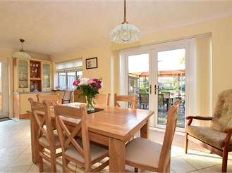 3 bedroom chalet bungalow in West Horndon, Brentwood