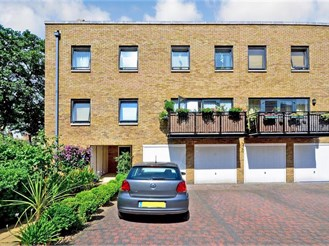 2 bedroom top floor apartment in Historic Dockyard, Chatham
