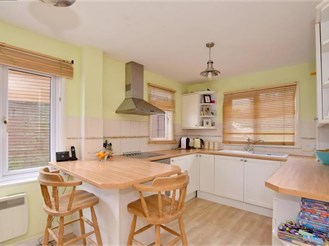 3 bedroom semi-detached house in Blackham