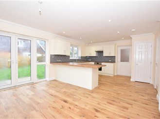4 bedroom detached house in Ashford