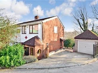 2 bedroom semi-detached house in Walderslade, Chatham