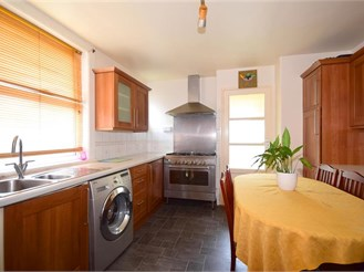 3 bedroom end of terrace house in Dover