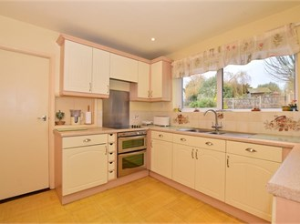 5 bedroom detached house in Sole Street