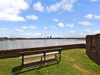 2 bedroom first floor apartment in Lower Upnor, Rochester