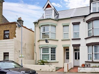 4 bedroom end of terrace house in Margate