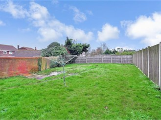 2 bedroom semi-detached house in Faversham