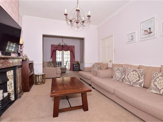 5 bedroom semi-detached house in Gravesend