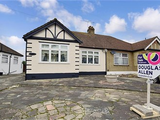 2 bedroom bungalow in Ilford