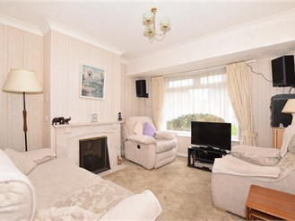4 bedroom semi-detached house in Greenacres, Aylesford
