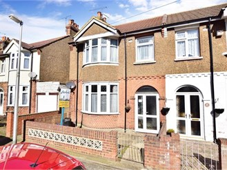 3 bedroom end of terrace house in Upper Gillingham
