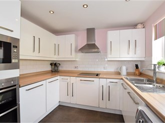 4 bedroom semi-detached house in Larkfield, Aylesford