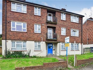 1 bedroom top floor flat in Stone, Dartford